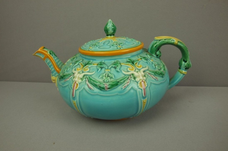 Wedgewood majolica rare teapot   with mask at spout, ra