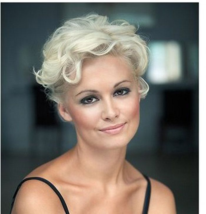 Very Short Curly Hairstyles for Women Over 40