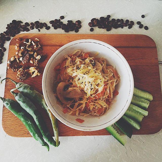 """Паста с шампиньонами и овощами, друзья! И перчик чили в соус) признавайтесь, кто любит """"погорячее""""? #healthyfood #foodporn #люблюеду #foodlovers #healthyfoodlover #somelikeithot"""