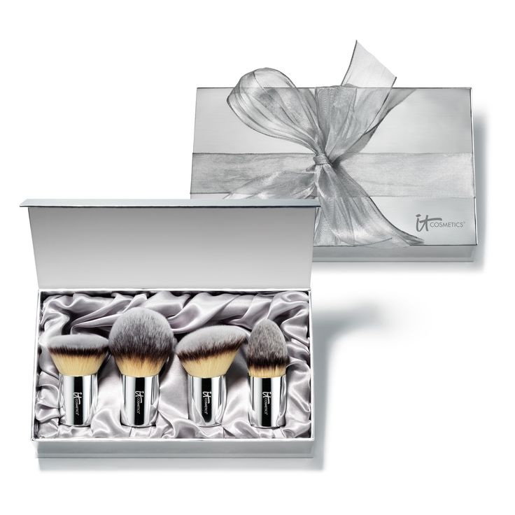 Give the gift of Buki Beauty!  Includes ultra-luxe, ultra-plush brushes complete in beautiful gift box.