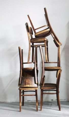 80 zł: Posiadamy na sprzedaż 6 sztuk krzeseł tapicerowanych, stan zachowania oceniam na dobry+. Drewno jest zdrowe, nie połamane, konstrukcja stabilna. Podana cena dotyczy jednej sztuki.  Możliwość wysyłki....