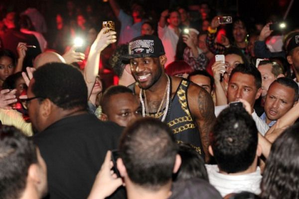 """Entertainment: LeBron James teams with Starz to launch new sitcom """"Survivor's Remorse"""" by Wiz[e]™   Via MaseTV:2x NBA Champion LeBron James is on board for a new Starz sitcom called """"Survivor's Remorse."""" The Miami Heat baller will executive produce the half-hour program, and will be joined by business partner and friend Maverick Carter, along with Tom Werner, the force behind such classics as...  http://news.bkunited.com/2013/09/12/entertainment/lebron-jam"""