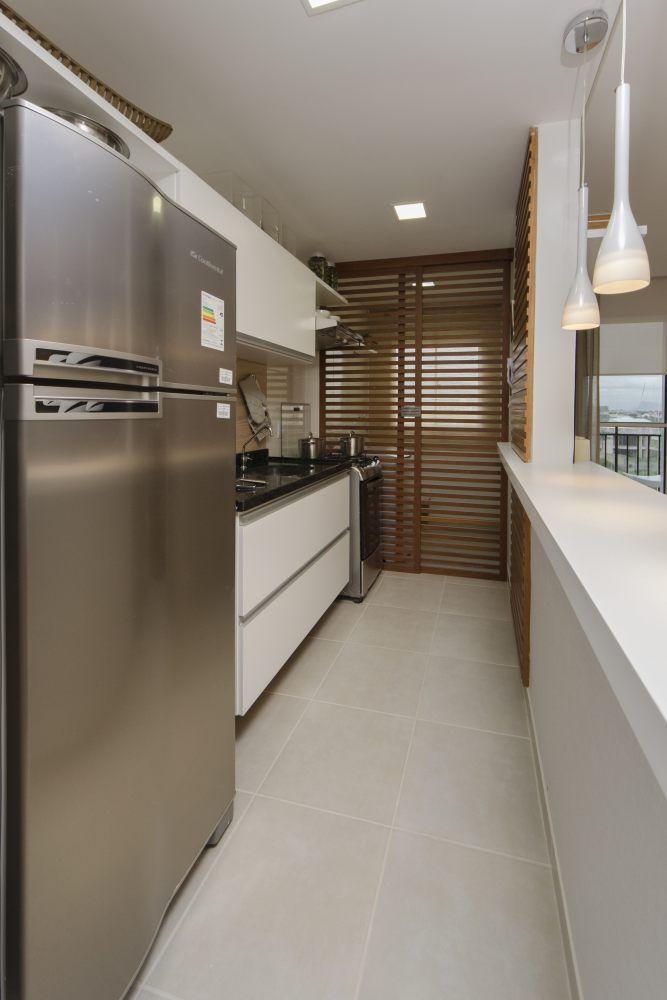 """Divisória ventilada entre cozinha e área de serviço - """"quebra"""" a visão da área sem deixar de aproveitar a ventilação (perfeita para apartamentos com cozinha integrada à sala)"""