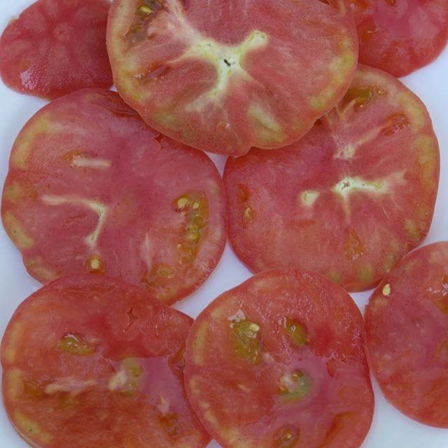 Mortgage Lifter tomato - Very few seeds