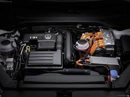 2015-Volkswagen-Passat-GTE_Engine