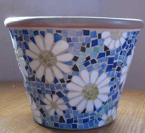 Mosaic daisy flower pot                               #mosaic #mosaicflowerpots