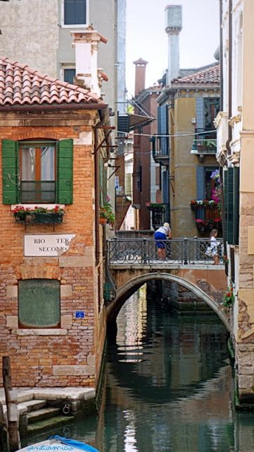 Daily life in Venice                                                                                                                                                                                 Plus