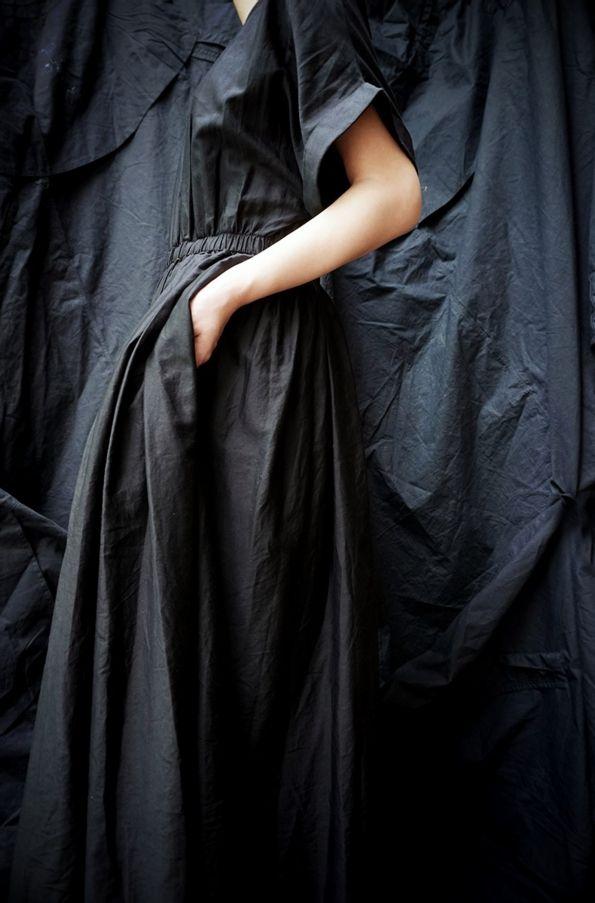 BLACK CRANE ( LA. ) PLEATED DRESS BLACK www.lancah.com