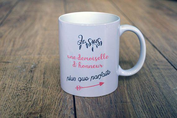 Le mug Je suis une demoiselle d'honneur plus que