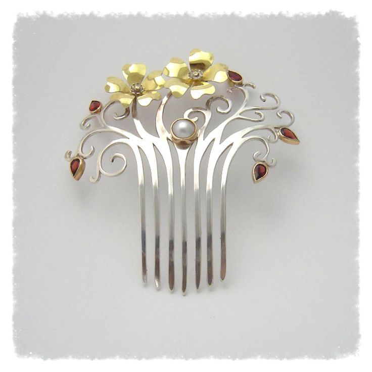 Adorned by Sally Hair comb: Sterling silver and yellow gold hair comb. Set with pear shape garnets and a Mabe pearl in the center.
