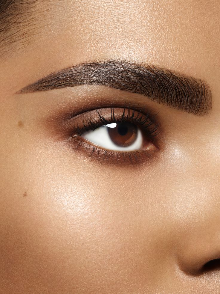 Achieve #browgoals by filling, pluming and defining spare areas of your brow, with the Rimmel London Brow This Way Fibre Pencil. This is a richly pigmented pencil, with integrated fibres.