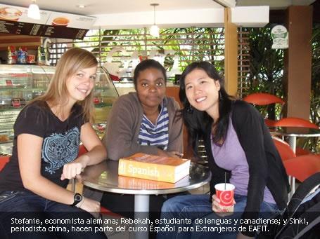 Estudiantes extranjeros. La Universidad Eafit cuenta con el primer programa de español para extranjeros en Colombia en ser certificado por el Instituto Cervantes de España en reconocimiento a su calidad. El programa cuenta en total con 14 cursos de 38 horas cada uno en los seis niveles de suficiencia descritos por el Marco Común Europeo de Referencia.