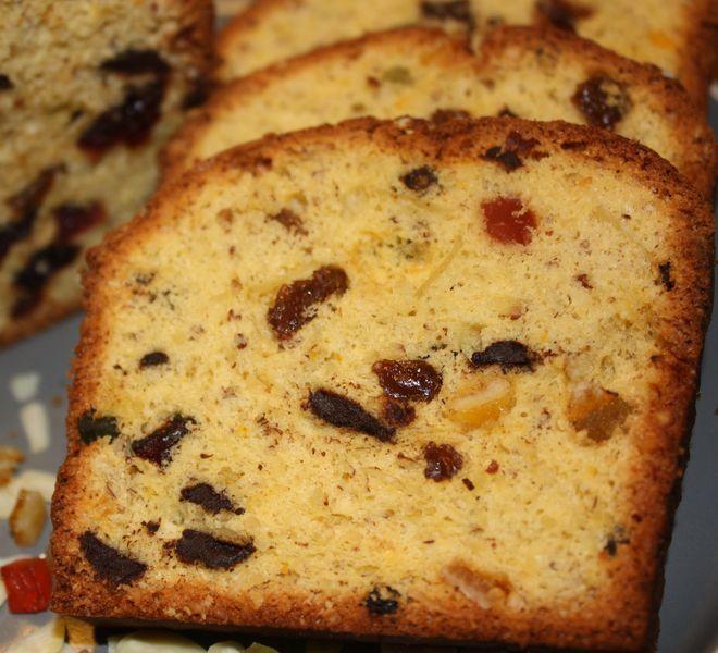 A december, természetesen az ünnepek okán számos süti szezonja: ilyenkor mindenképp sütünk valamilyen vaníliás, gesztenyés, mézes, mákos vagy diós finomságot. És ez az igazi szezonja a gyümölcskenyérnek is, amibe aszalt vagy kandírozott csemegéket öntünk bőségesen. Nyilván a gazdagsága miatt…