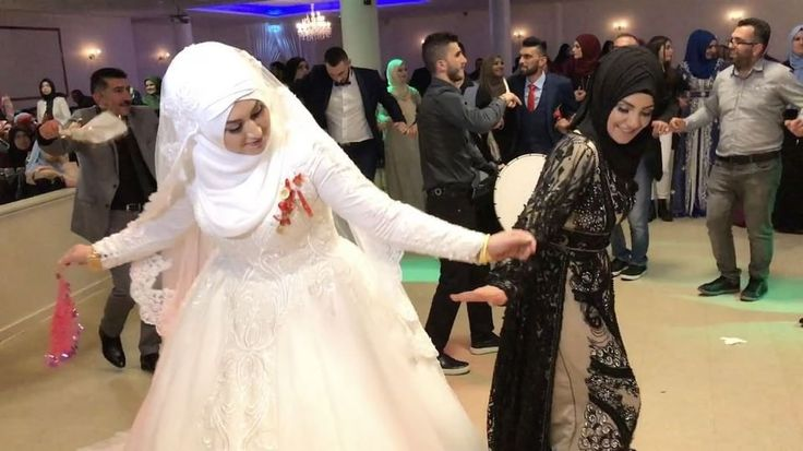 """3,246 mentions J'aime, 82 commentaires - Foto Sima (@fotosima) sur Instagram: """"Oynar Gelin Görümce 👰💃🏽 #düğün#gelin#halay#weddingdance#aksaray#gelinlik @grupstyle"""""""