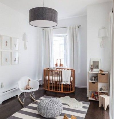 Ohlalaa Bebé. This is stunning. Very neutral, calm and earthy. The dark wood floors ground the room nicely and the rug adds a bit of interest too.