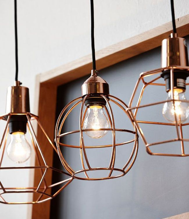 Prachtige draadstalen lampen van koper. Hang er een paar bij elkaar op verschillende hoogtes voor een speels effect.