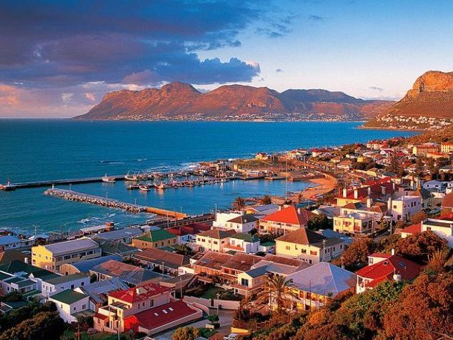 Self catering accommodation, Kalk Bay, Cape Town   Views of Kalk Bay   http://www.capepointroute.co.za/moreinfoAccommodation.php?aID=473