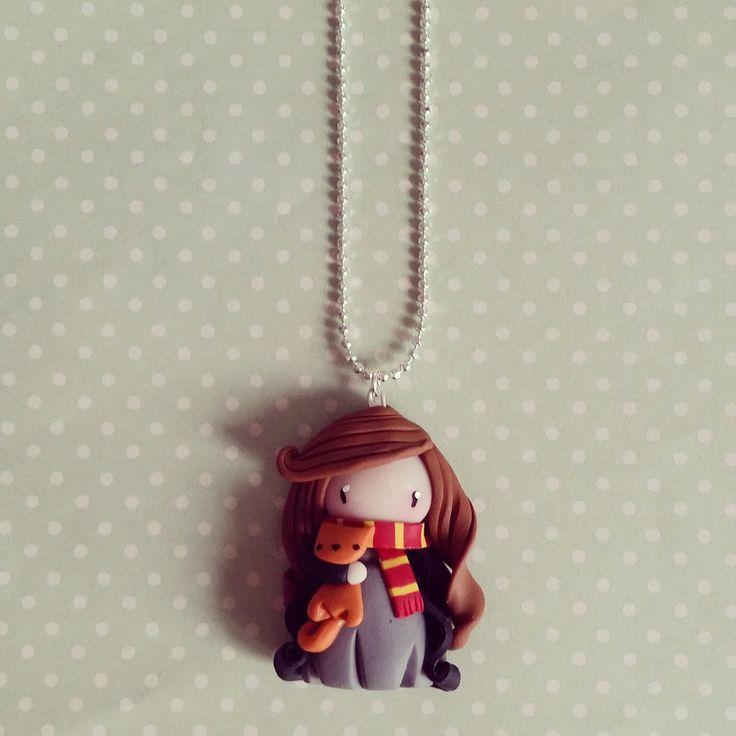 Collier Hermione l'apprentie sorcière et son doudou Pattenrond : Collier par madame-manon