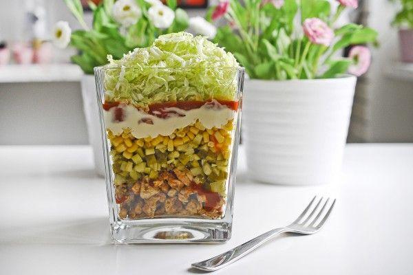 Sałatka Gyros, szybka w przygotowaniu, idealna na każdą okazję. Wystarczy tylko 40 min i danie będzie na twoim stole :). Smakuje wyśmienicie.
