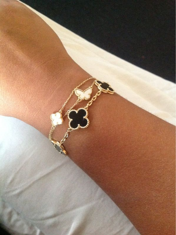 Van Cleef and Arpels combo! Luv it but couldn't afford it, maybe a knock off?!
