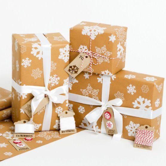Vánoční balící papír - Sněhové vločky -  bílé - přírodní papír