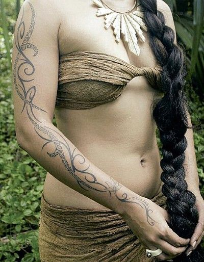 ive been thinking of and wanting another tatau.  wanted a sleeve perhaps but nothing like a manly one dat just covers the entire arm i wanted something like my leg...and look what i found!!  i love it and may possibly do something similar to it.