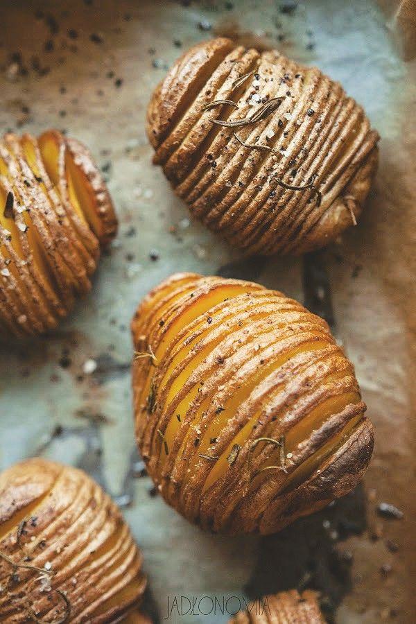 Ziemniaki Hasselback » Jadłonomia · wegańskie przepisy nie tylko dla wegan
