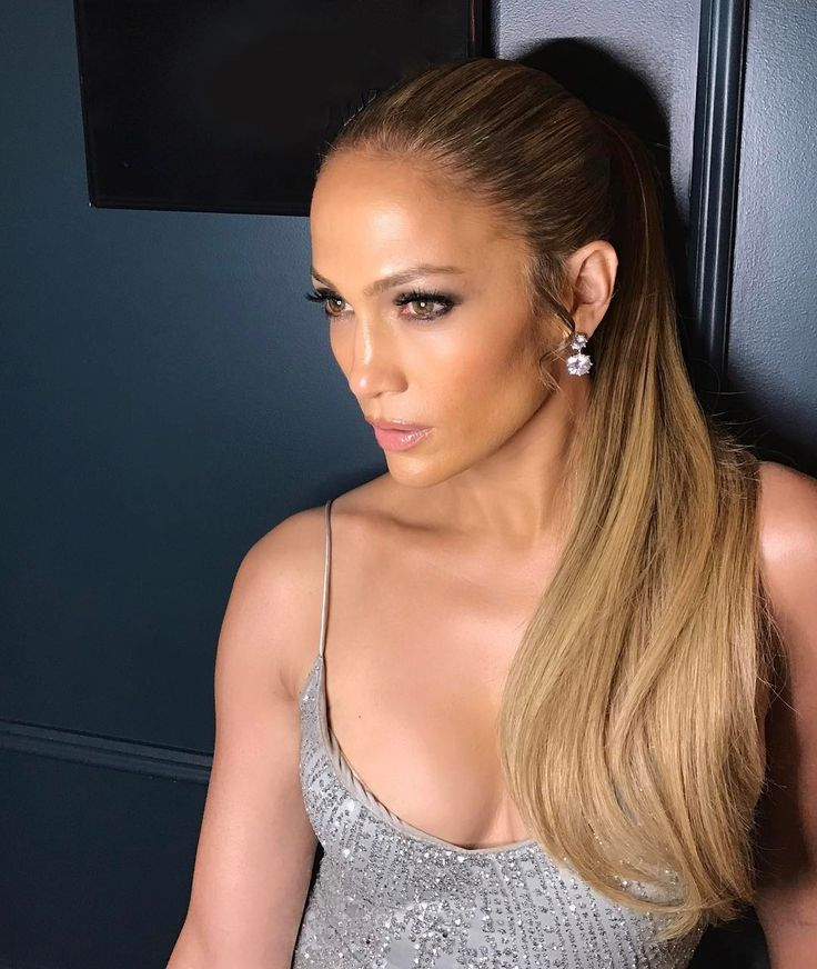 Jennifer Lopez and Alex Rodriguez cheer on Yankees from home Jennifer Lopez and Alex Rodriguez cuddled up to watch a Yankees game from home over the weekend. #WorldofDance #JenniferLopez #MarcAnthony #AlexRodriguez @WorldofDance