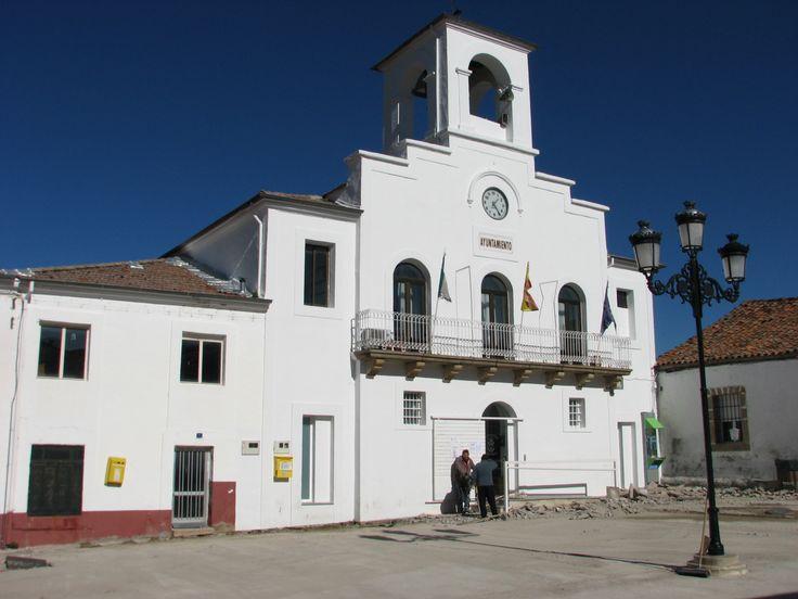 El Ayuntamiento de Abadía parece andaluz.