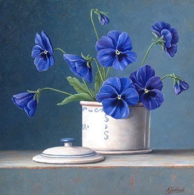 Натюрморт на голубом фоне. Annelies Jonkhart