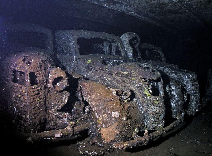 Underwater Photographer Robert Cox's Gallery: Wrecks: Umbria Wrecks - DivePhotoGuide.com