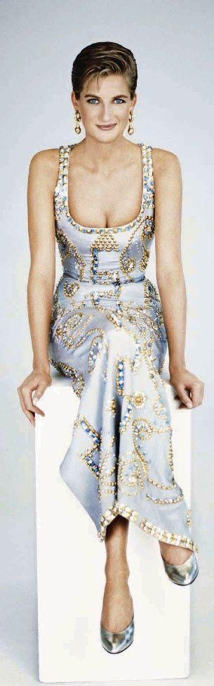 1991. Diana en Versace | The Royals ❤ | Pinterest)