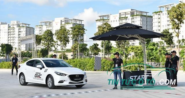Trải nghiệm công nghệ GVC trên xe Mazda3 và Mazda6 mới