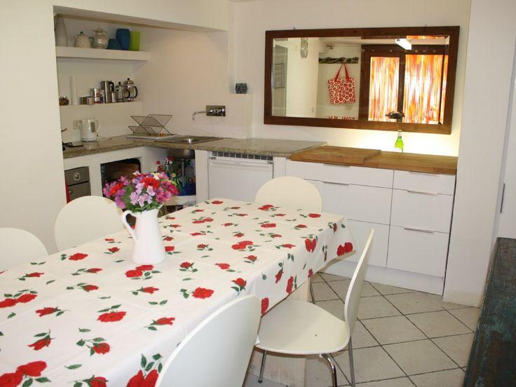 Bezauberndes Haus am Gardasee  Gargnano  - EG: Küche und großer Esstisch für 6 Personen