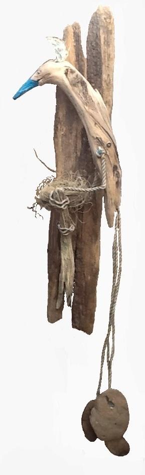 Paradijsvogel. Mariëlle Buckinx 2013 strandhout en -touw. 15 x 35 x 130 cm