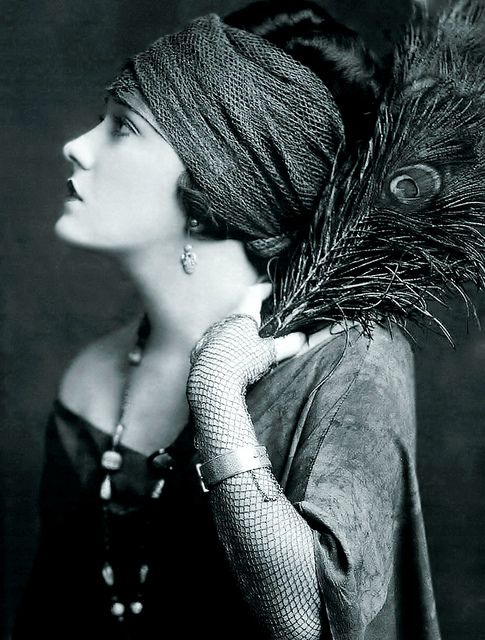 Gloria Swanson, 1922 photograph by Alfred Cheney Johnson. Gloria May Josephine Swanson (/ˈswɑːnsən/; March 27, 1899 – April 4, 1983) was an American actress, singer and producer, who is best known for her role as Norma Desmond, a reclusive silent film star, in the critically acclaimed film Sunset Boulevard (1950). She was one of the most prominent stars during the silent film era as both an actress and a fashion icon, especially under the direction of Cecil B. DeMille.
