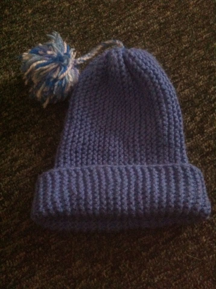 Вязанная детская шапка