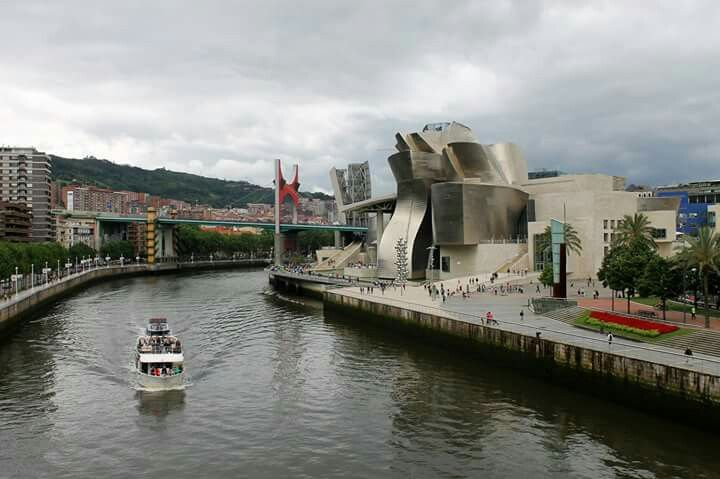 Bilbao desde el Museo Guggenheim. #Bilbao #España #spain #turismo #viajes