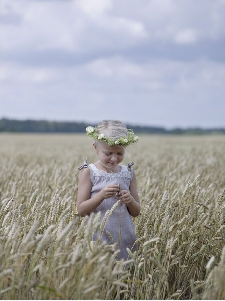 Daisy chain princess: Little Girls, Daisies Chains, Kids Photography, Fields Of Dreams, God Children, Children Fashion, Observed Photography, Chains Princesses, Stupid Friends