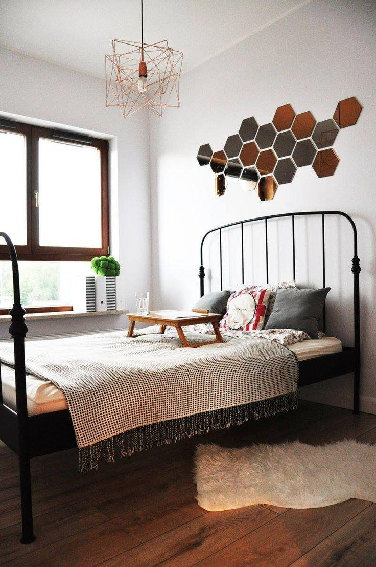 Nowoczesna sypialnia z miedzianymi dodatkami
