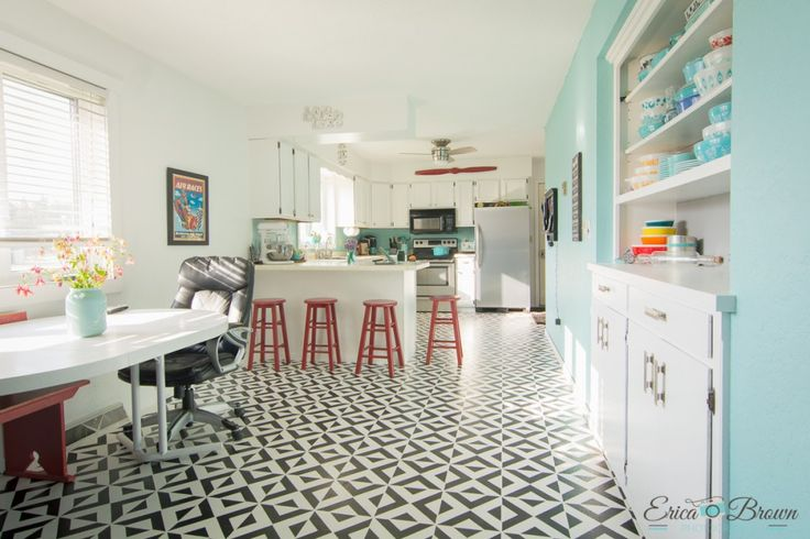 How to Paint your vinyl floor with good results.