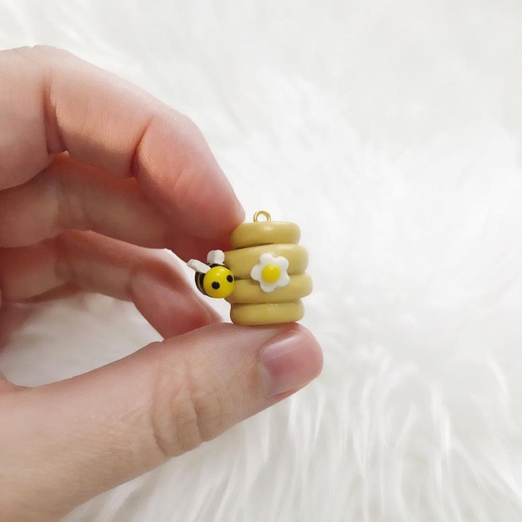 Honey Bees polymer clay charm (@thislilcharmer)