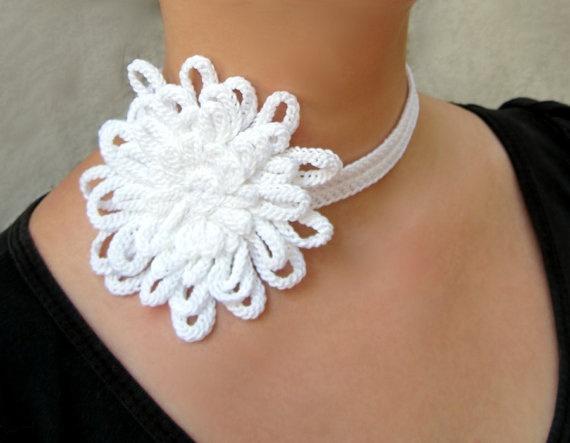 White flower choker cotton yarn crochet fiber by GiadaCortellini,