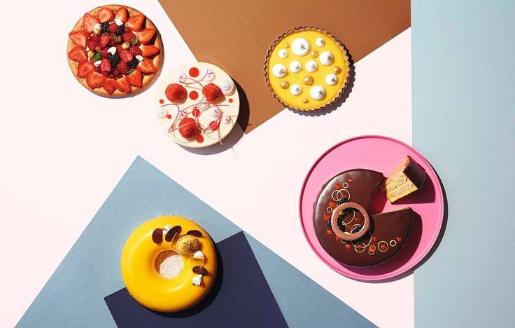 Flat kransekake, frossen kremkake og tertemontering i siste liten. Olympisk mester i kakebaking Sverre Sætre viser hvordan festkakebordet blir til.