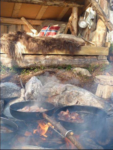 Gapahuk and firepit (from Sandoren & Blåsten)