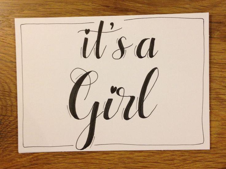 Handlettering kaartje 'it's a girl' voor geboorte meisje/dochter
