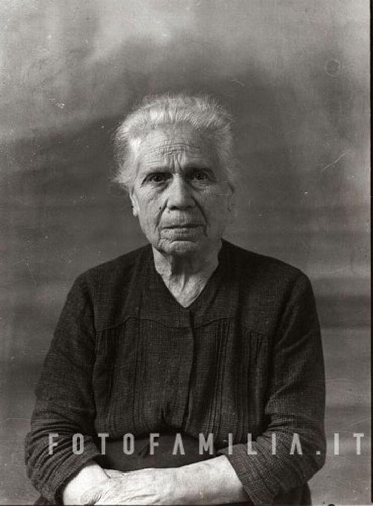 ritratto di anziana signora anni '50