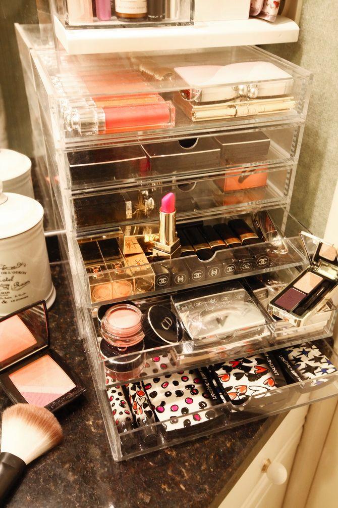 Muji Beauty Storage http://www.muji.eu/pages/online.asp?qmde=pr&qprd=236