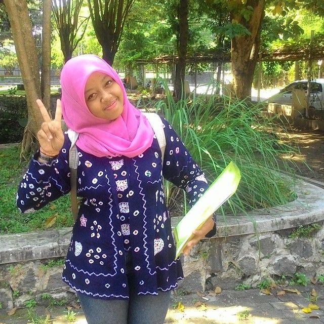Salam damai dari kaka @evieshelly  yg cinta alam dan budaya  #kebayawisuda #kebaya #jumputan #kutubaru #kebayajawa #kebayakutubaru #kebayakuna #kebayajumputan #jawa #traditional #ethnic #kokaindsale #kokaind #hijab #hijabers #indonesianfabric #indonesia