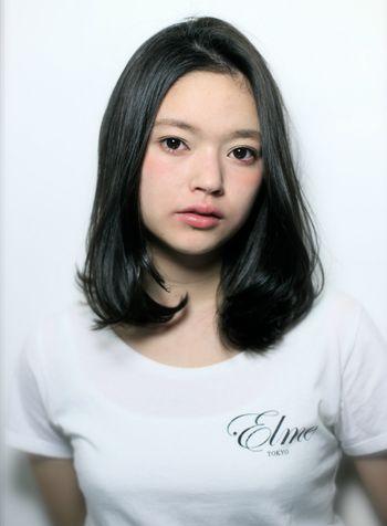 美少女風ワンレン重めストレート♡ 暗髪スタイル 黒髪のミディアムヘア